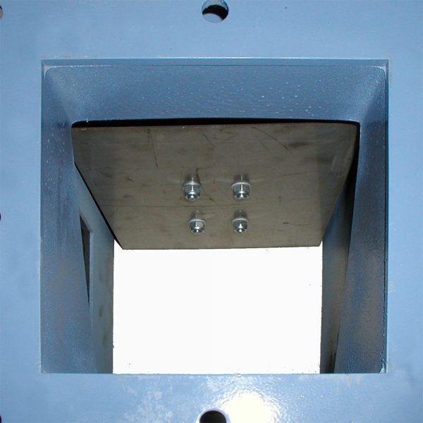 Klaffspjäll SSKA för stoftutmatning sett från ovan med öppen klaff