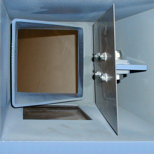 Klaffspjäll SSKA för stoftutmatning sett underifrån med öppen klaff