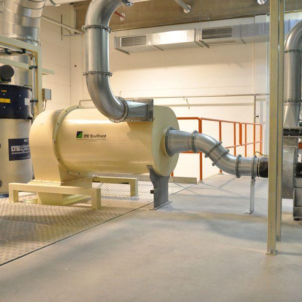 Högeffektcyklon PDHC special installerad i airlaidanläggning för materialhantering av fluffigt stoft