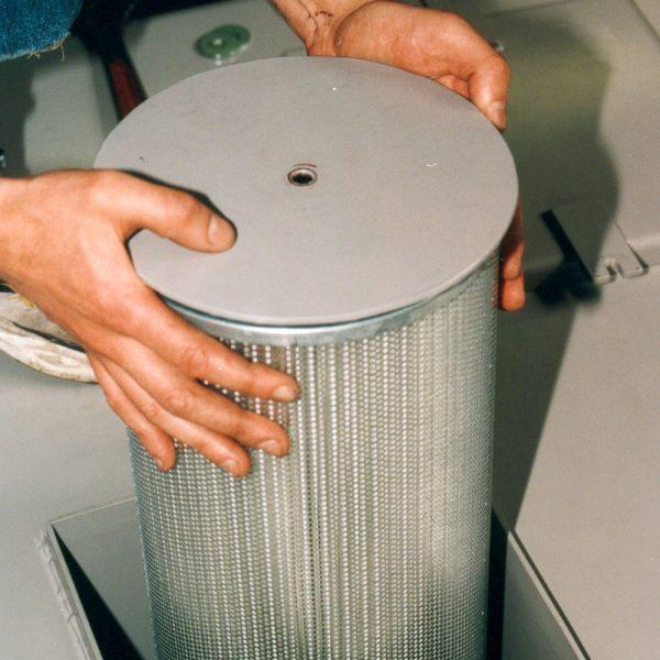 Byte av kontrollfilter i industridammsugare KLM-30