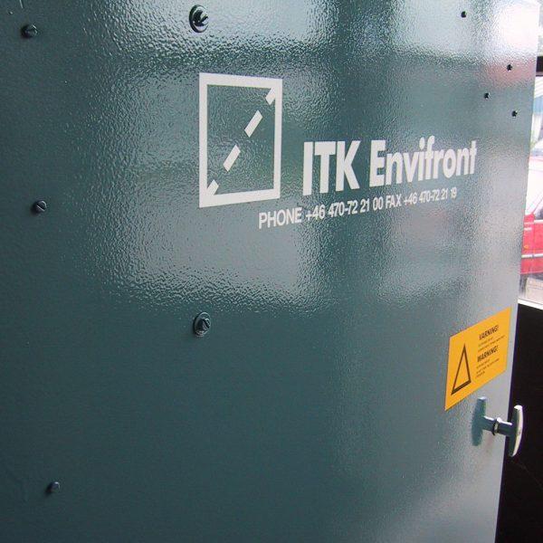Närbild på dörr till industridammsugare KLM-30