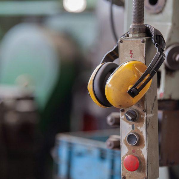 Vi gör bullerutredningar för industrin. Genom kartläggning kan bäst insats rekommenderas för just din anläggning.