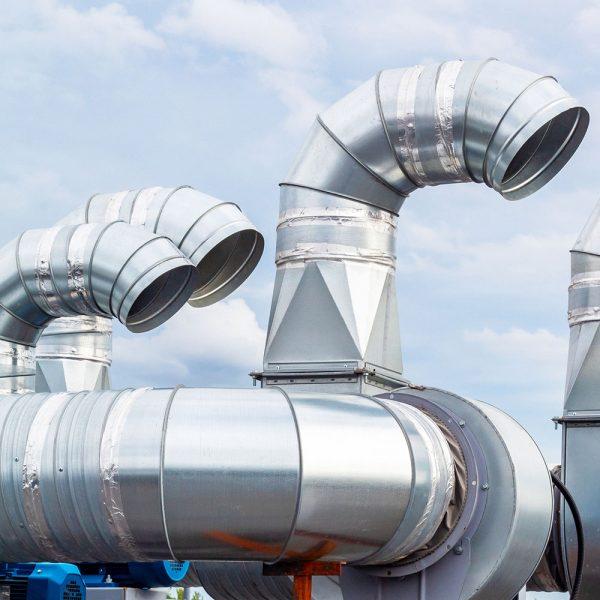 Galvaniserat kanalsystem installerat på industritak